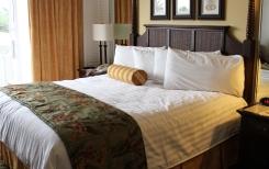 hotelroom-2205447_1920.jpg